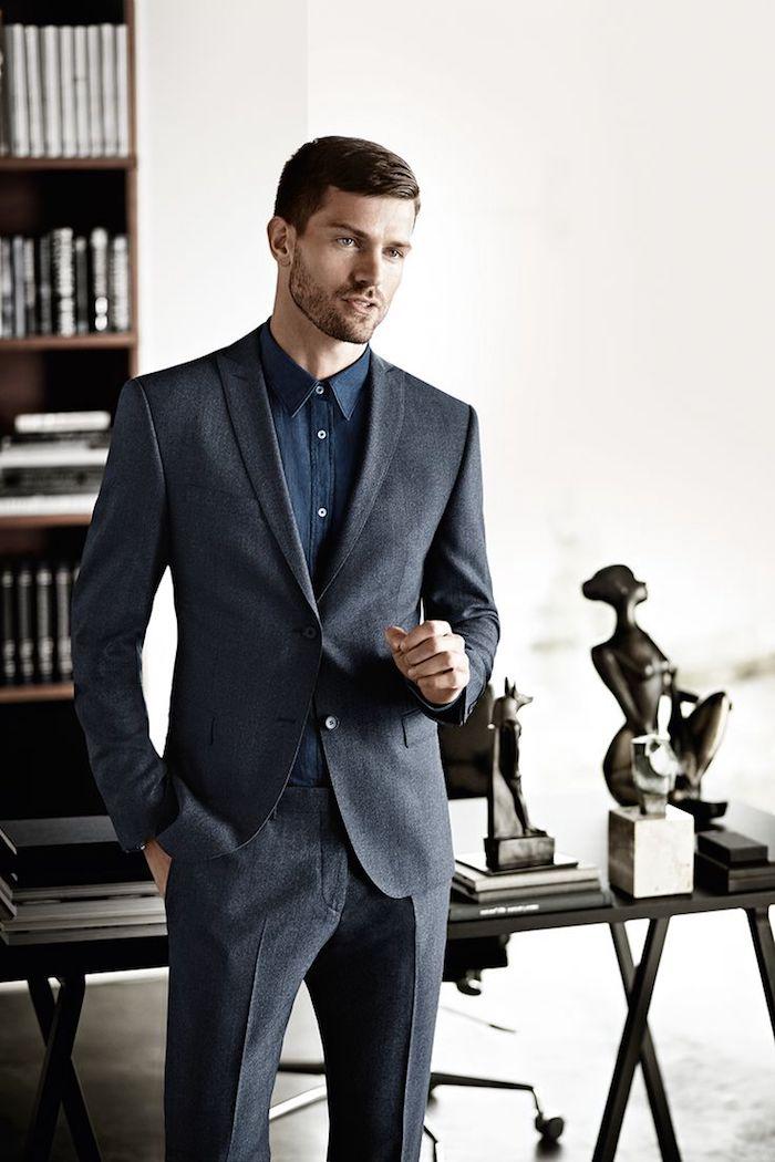 conseils comment s'habiller comme businessman, costume en gris foncé