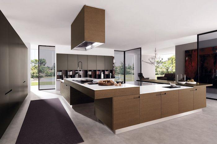 cuisine aménagée, tapis rectangulaire en violet foncé, meuble de cuisine en gris foncé, ilot de cuisine en bois