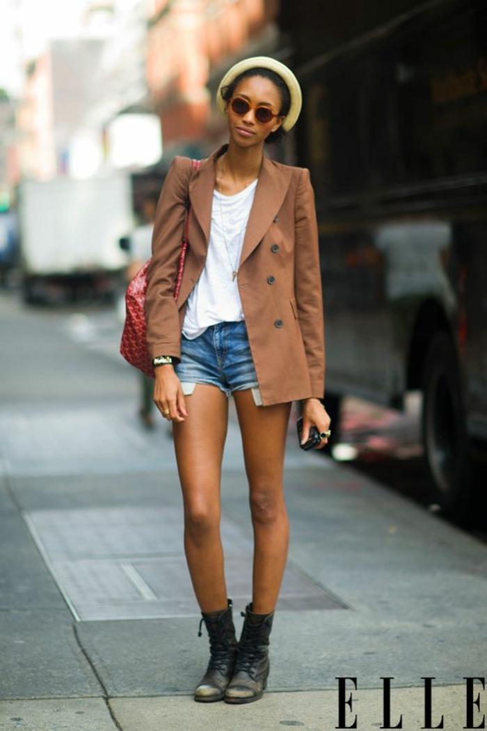 Porter jean boyfriend jupe couleur camel tenue avec des bottes style