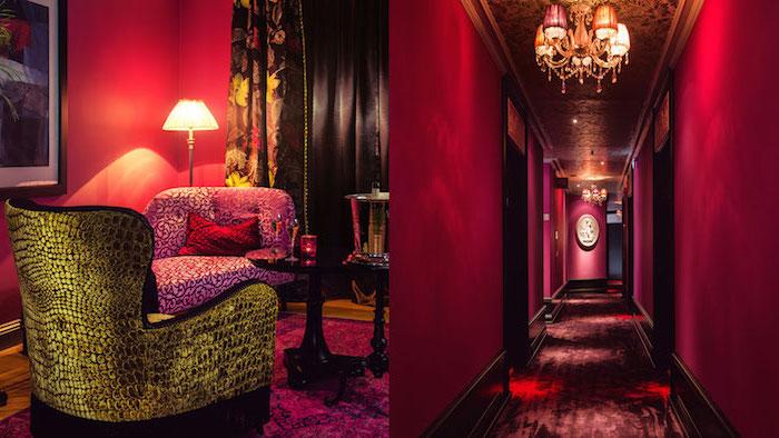 decoration interieur, rideaux longs et noirs, couloir aux murs peints framboise, table ronde et noire