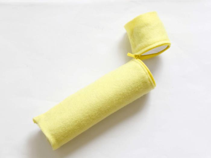 un bricolage couture facile pour la rentrée, une trousse à crayons en papier recyclé et en feutrine
