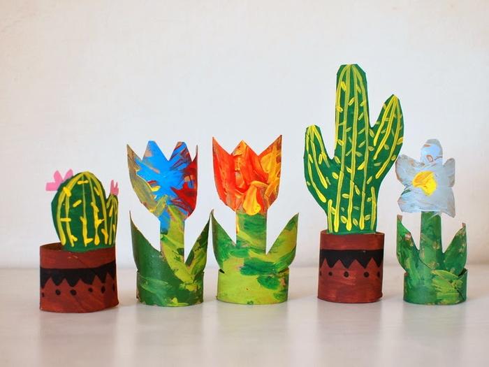 idée originale pour un bricolage rouleau papier toilette, des mini-fleurs découpées dans des tubes en carton