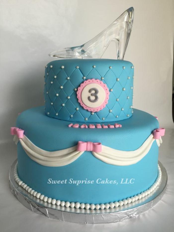 Un gateau anniversaire en forme de chateau gateau barbie pate a sucre la chaussure de cendrillon