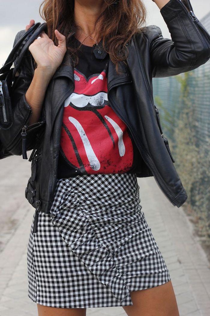 comment bien s habiller, coupe de cheveux mi longs marron, sac à main en cuir noir, jupe carrée avec t-shirt noir et rouge