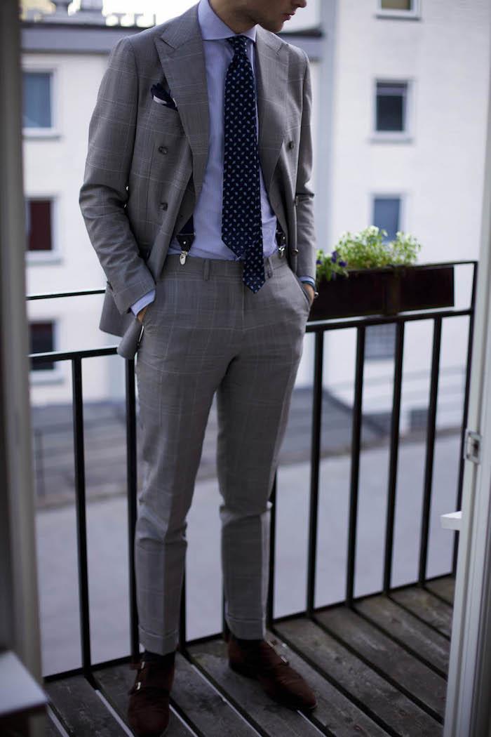 look homme, chemise en bleu claire avec pantalon et blazer gris, tenue homme d'affaires