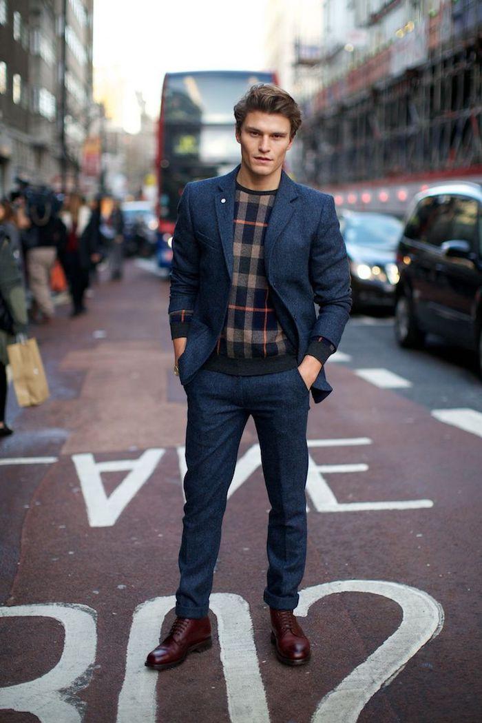 look d'affaires en esprit casual pour homme, costume en bleu marin avec blouse carrée