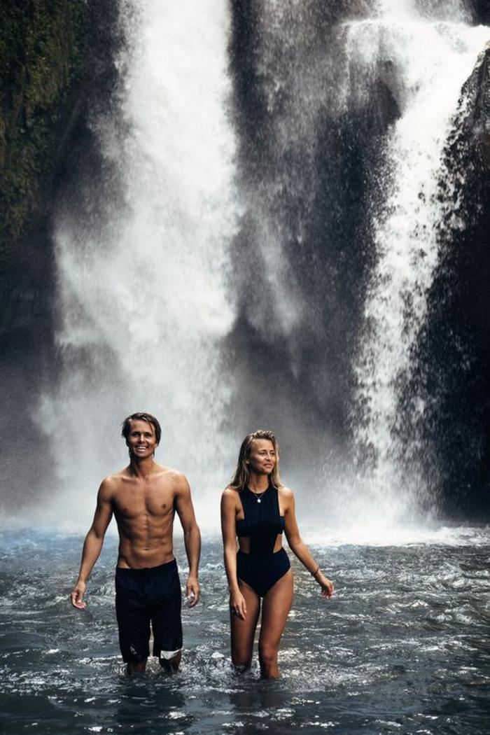 Image sensuelle couple photo couple mariage photos couples chute d eau
