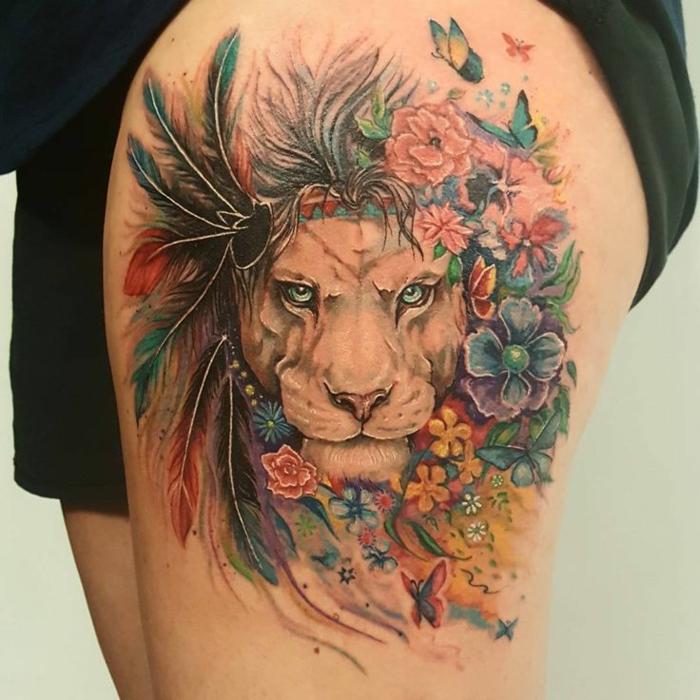 Image tatouages lion bras ou épaule tatouage signe lion couronne de fleurs