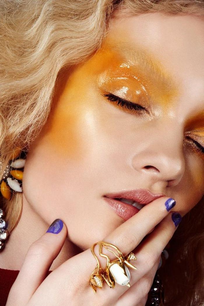 comment se maquiller les yeux en jaune orangé avec teint de porcelaine et lèvres naturelles