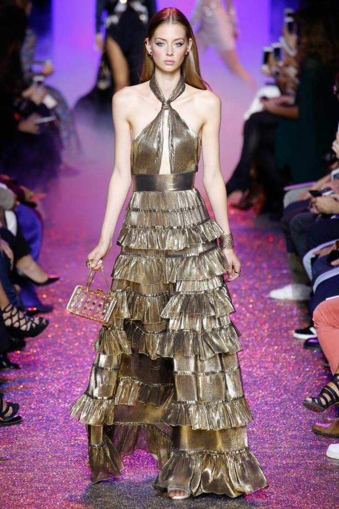 robe longue de soirée en couleur bronze aux reflets irisés métallisés avec des volants en forme de ruches