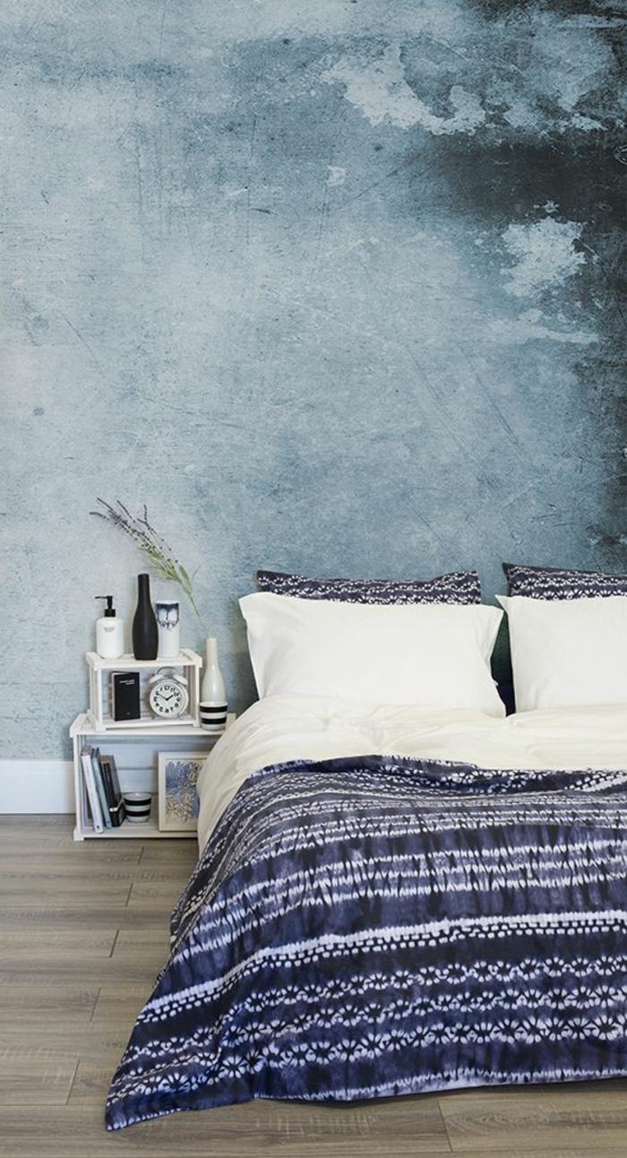 déco chambre adulte avec mur en bleu et nuances obscures du bleu dans un style minimaliste