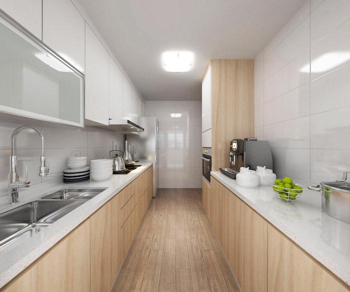 agencement cuisine, meubles de cuisine hauts blancs et en verre, aménagement de cuisine en longueur