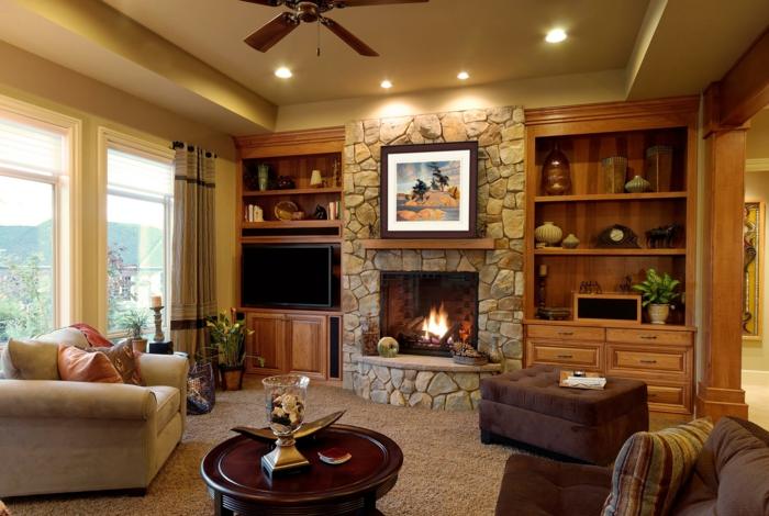 amenagement salon, faux plafond et éclairage romantique, cheminée avec pierre apparente, fauteuils marrons et beiges