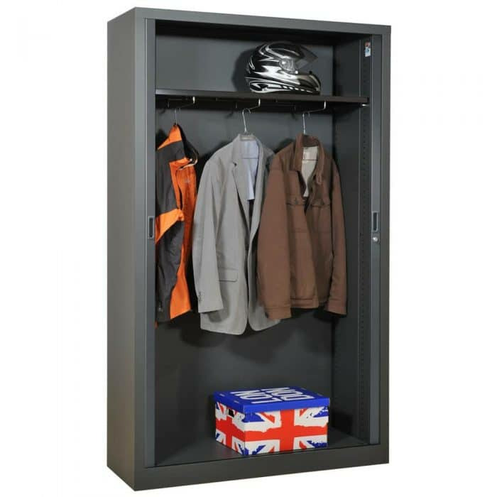 l armoire m tallique s invite dans tous les types d. Black Bedroom Furniture Sets. Home Design Ideas