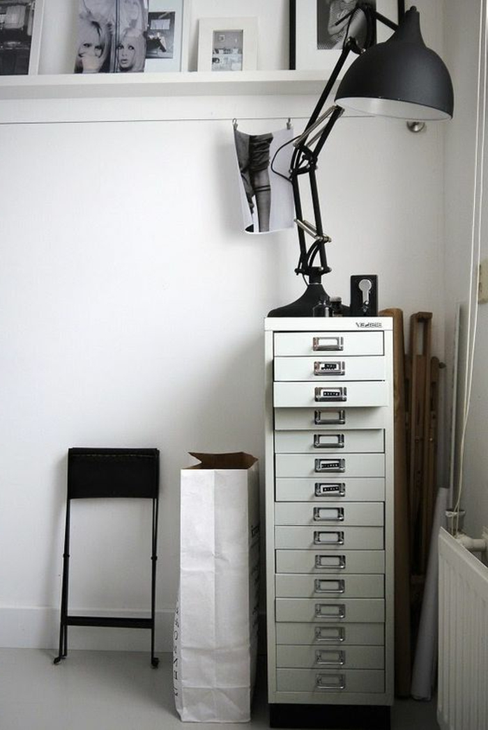 l armoire m tallique s invite dans tous les types d int rieurs obsigen. Black Bedroom Furniture Sets. Home Design Ideas