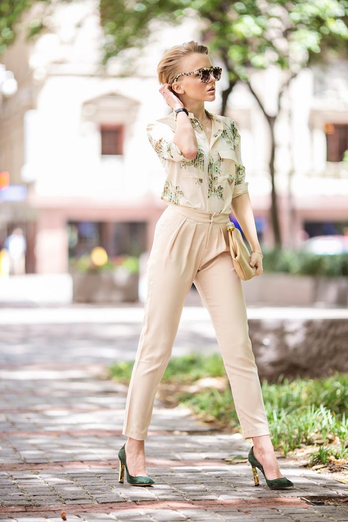 1001 tenues inspirantes pour savoir que mettre avec un - Que porter avec un pantalon beige femme ...