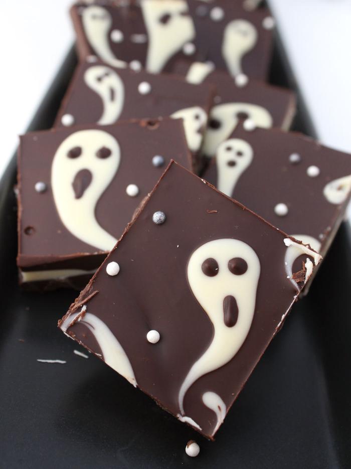 comment organiser un apero halloween gourmand de dernière minutes, des barres chocolatées hantées