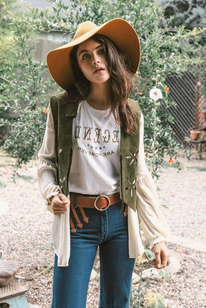 comment s habiller, paire de jeans avec ceinture en cuir marron, coupe de cheveux longs marron avec capeline beige