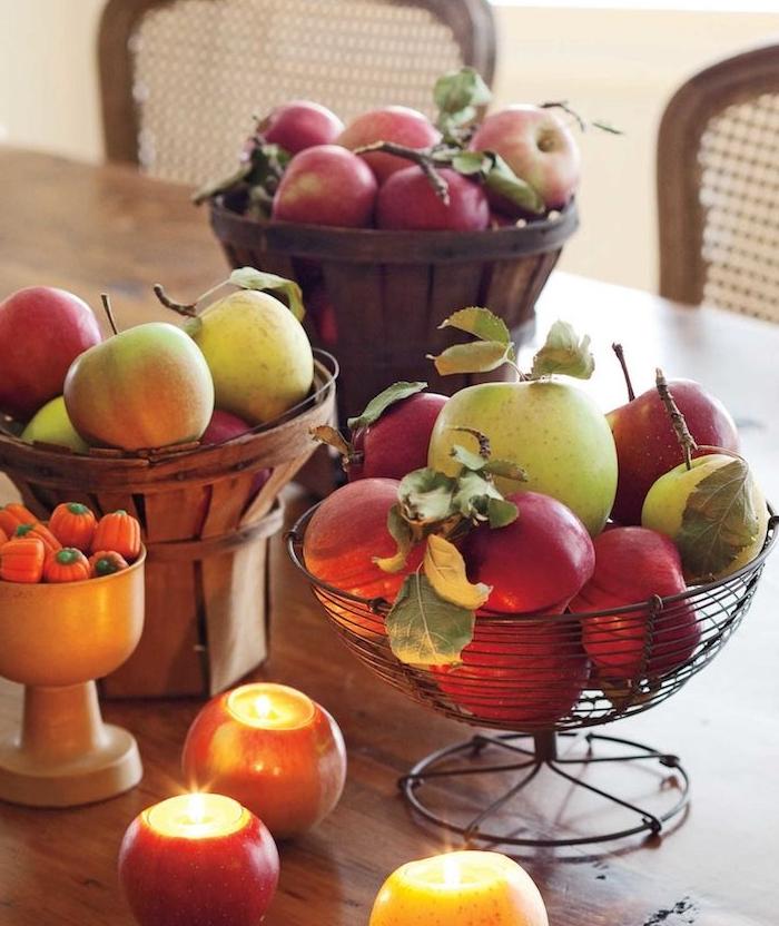 des bougeoirs fabriqués dans des pommes évidées avec des bougies dedans, activité halloween, bricolage automne
