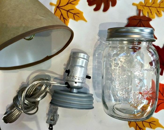 tuto facile pour réaliser une lampe de chevet automnale à partir d un bocal le parfait recyclé