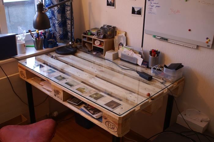fabriquer un bureau en bois avec palette