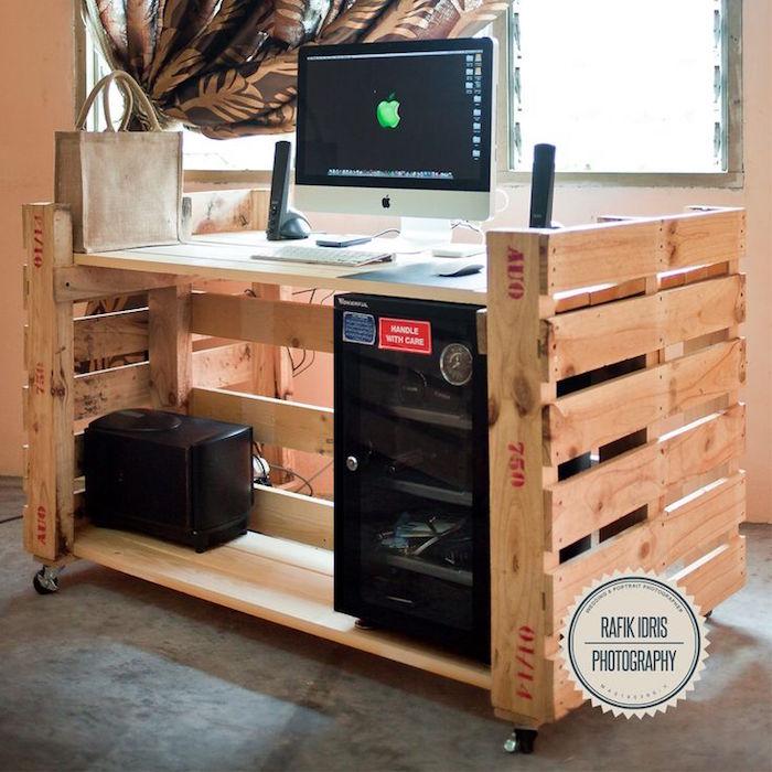 bureau original sur roulettes diy en bois palette