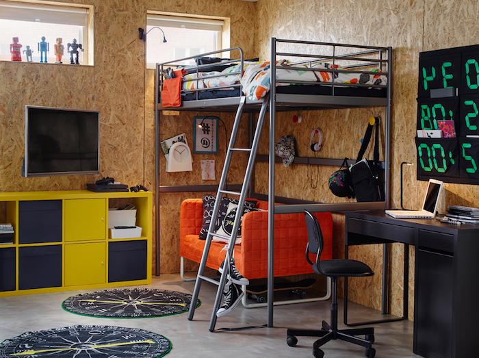 deco chambre ado garcon, lit mezzanine en gris avec canapé orange, armoire en bois peint en jaune et bleu foncé