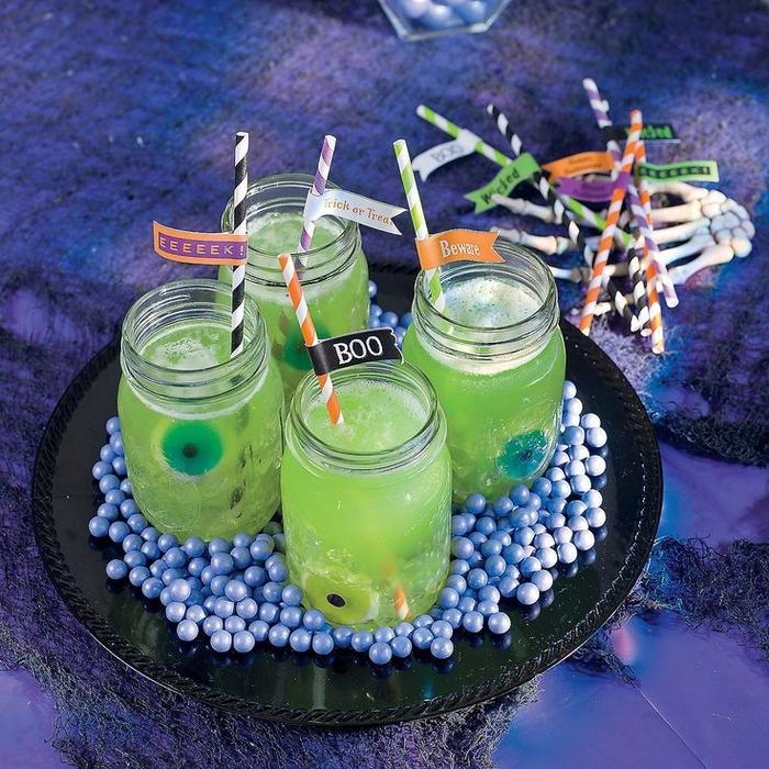 un cocktail halloween à base de vodka et liqueur midori pour une soirée d halloween originale