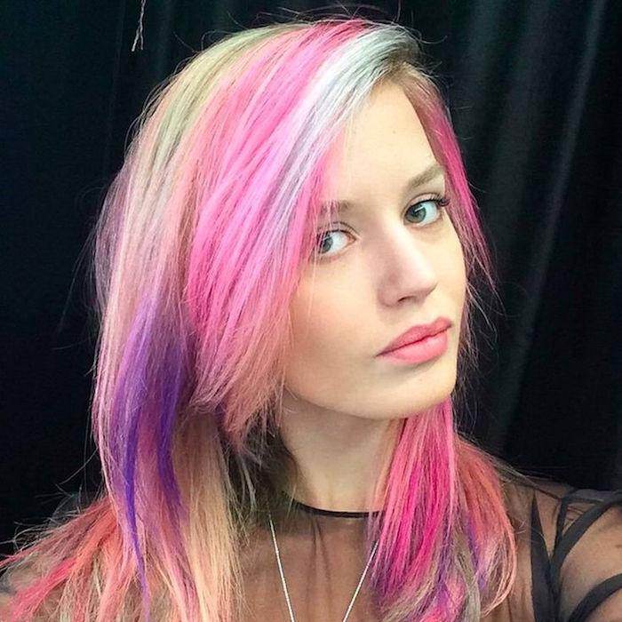 coupe cheveux année 90 couleurs meches rose violet