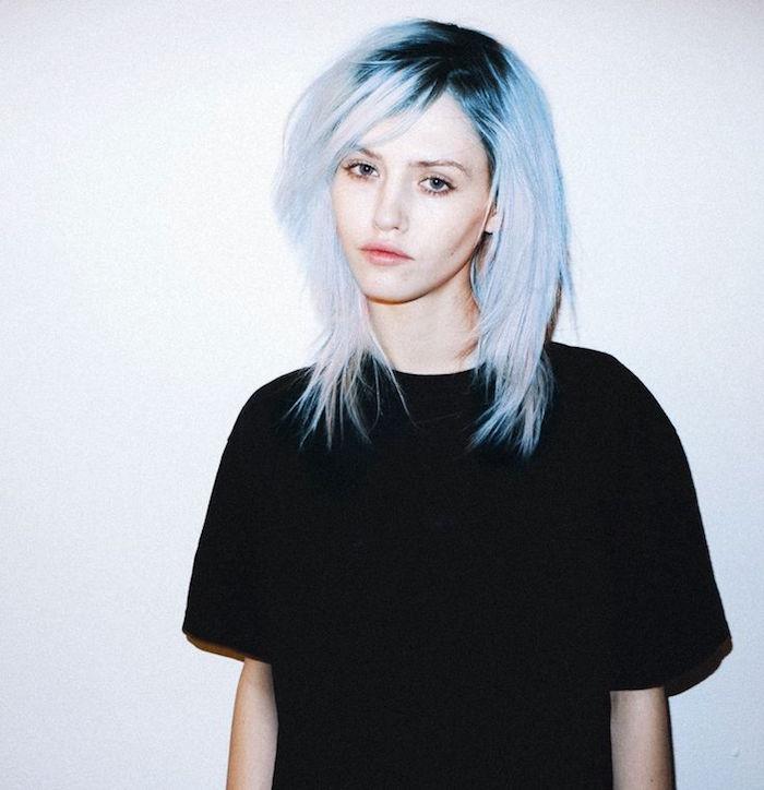 idée coupe grunge femme cheveux bleus blond polaire