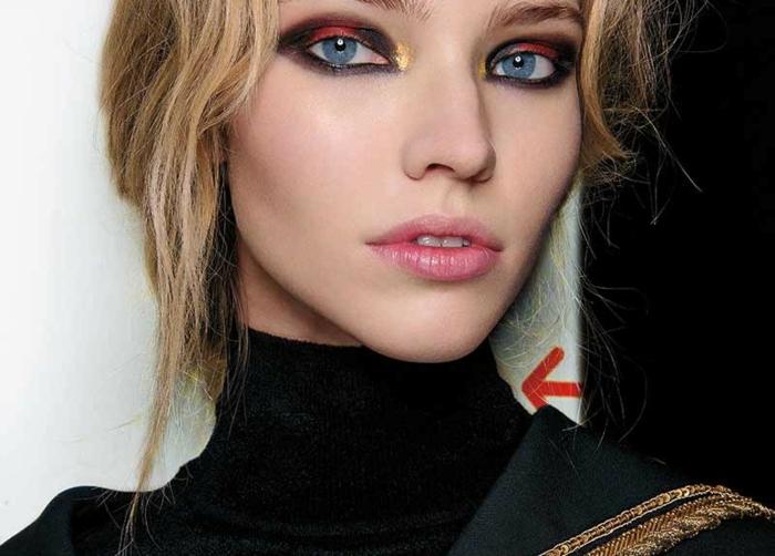 maquillage yeux bleu en couleurs type patchwork en couleurs vives