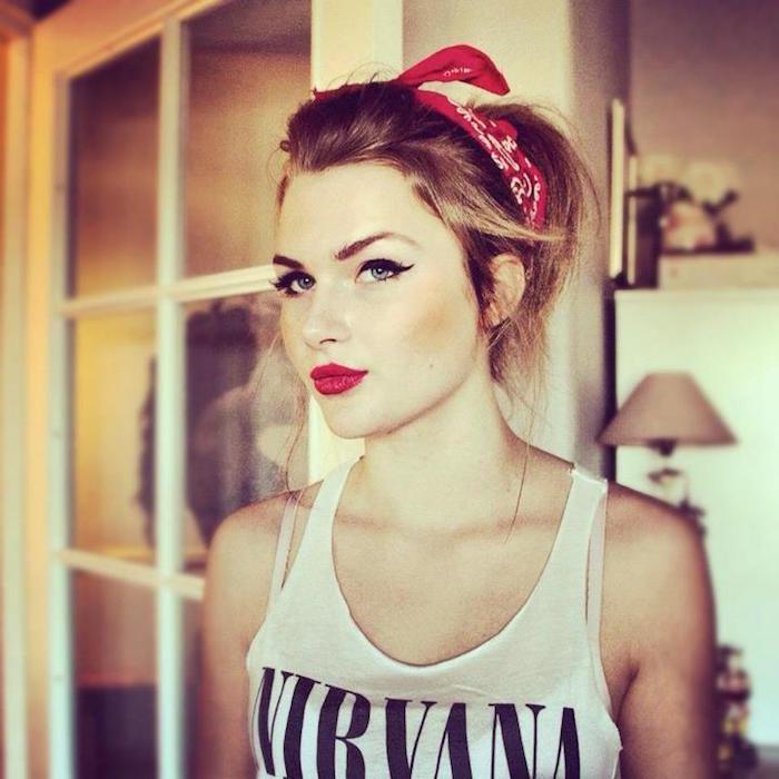 vetement grunge coupe rock femme avec bandana rouge
