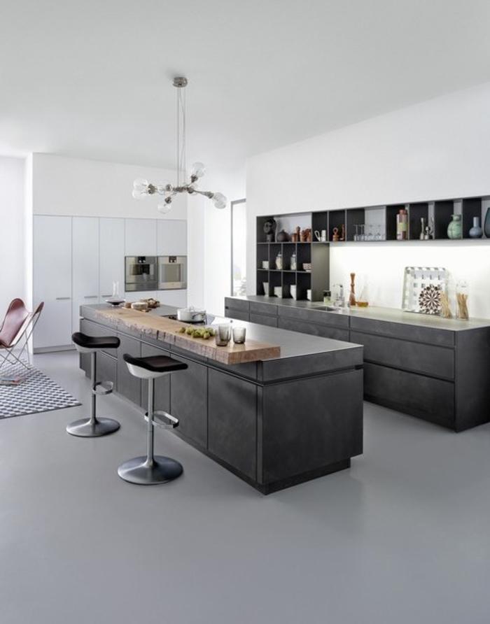 cuisine monochrome associant le design moderne avec lignes épurées à l'ambiance de loft industriel