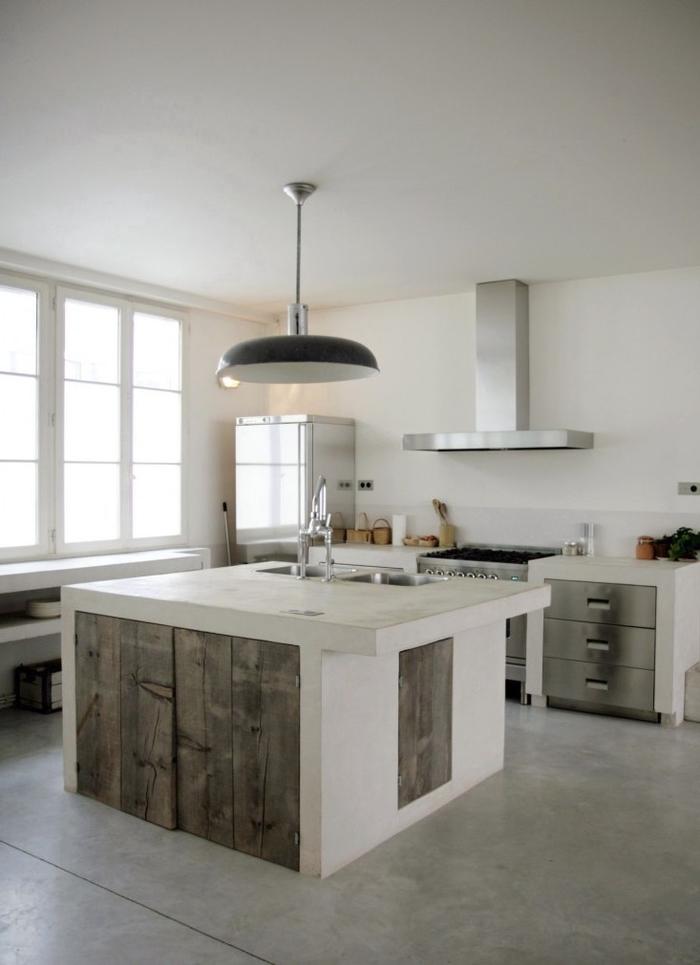 cuisine industrielle monochrome au design épuré aux accents rustiques