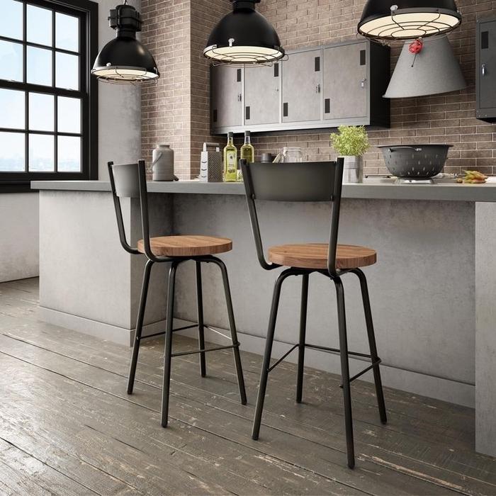 cuisine aménagée en longueur d'esprit loft industriel new yorkais associant le béton, le bois rustique et le pierre