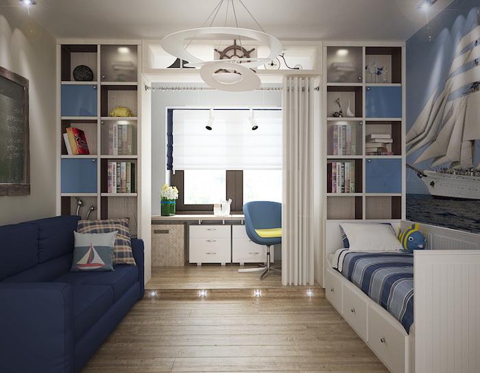chambre garcon, étagère verticale en bois blanc, canapé en bleu foncé avec coussins décoratifs