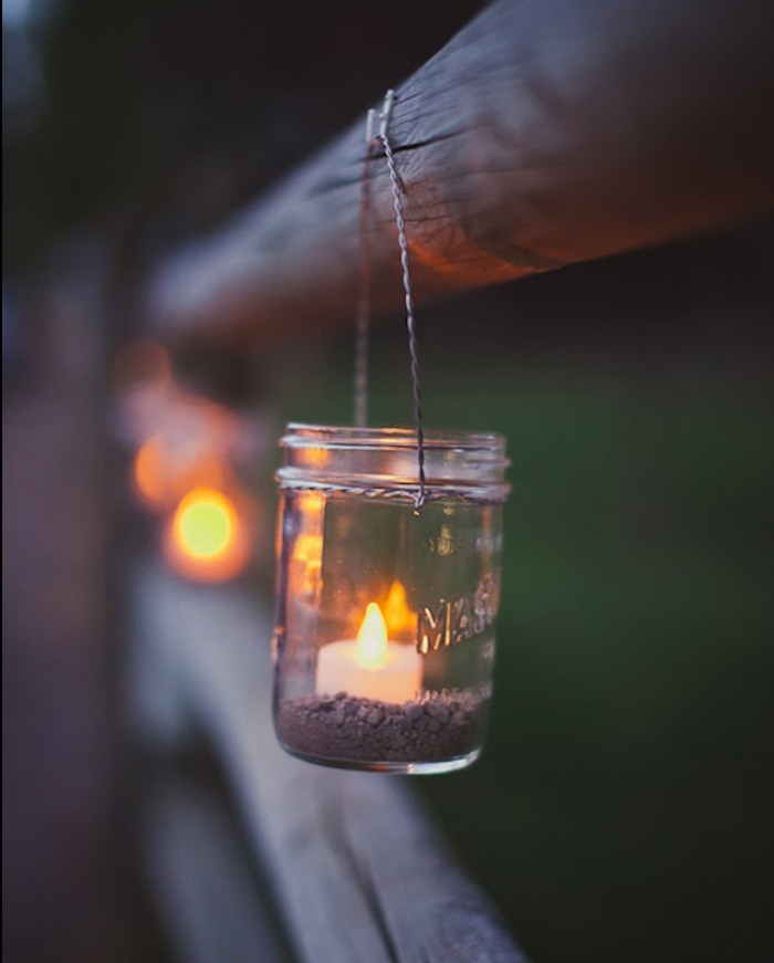 diy mariage, lanternes à fabriquer soi meme à partir de pots en verre avec du gravier dedans et bougies