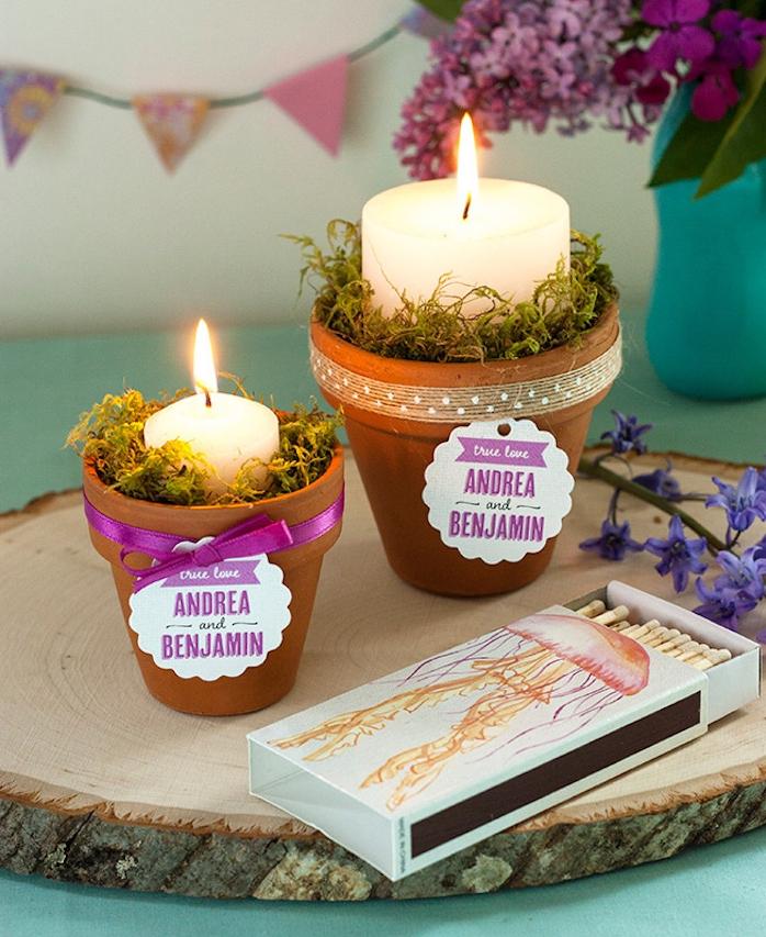 deco mariage pas cher, rondelle en bois avec des pots en terre cuite dessus, decoration de mousse florale et bougies