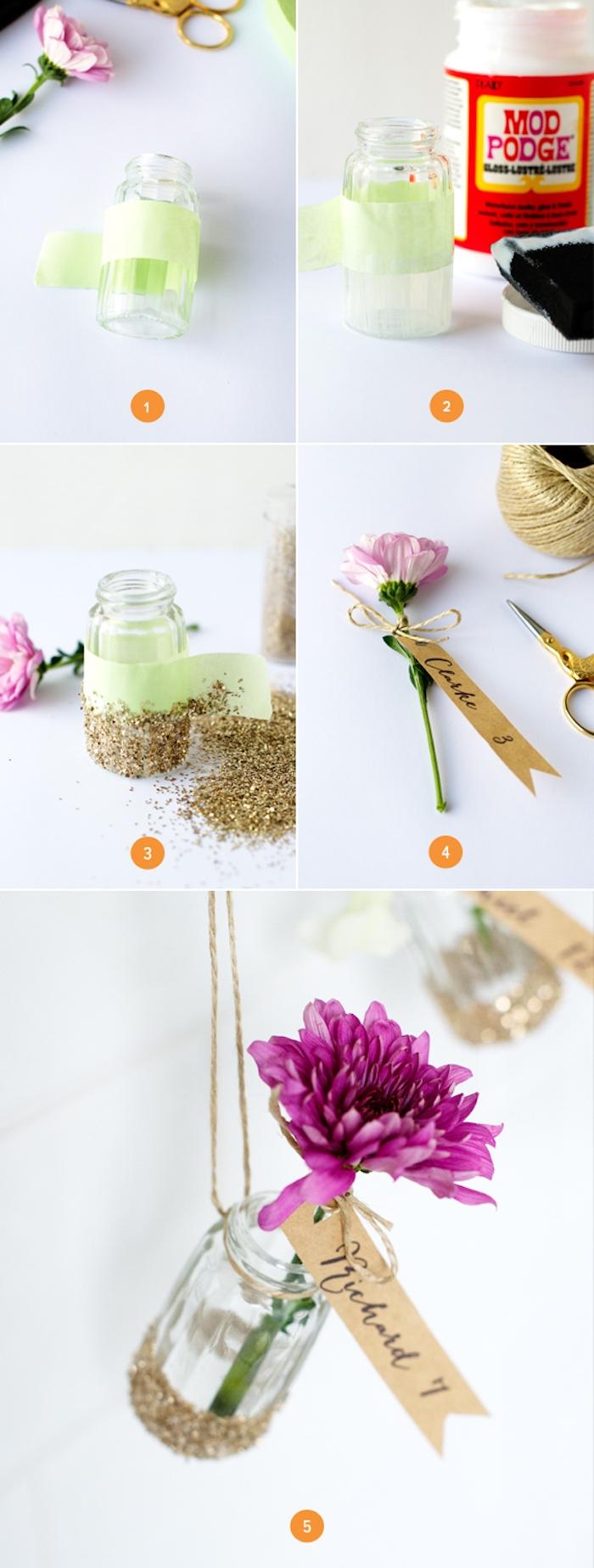 deco mariage pas cher, fioles en verre avec des fonds customisés de paillettes, fleurs colorés et étiquettes en papier kraft