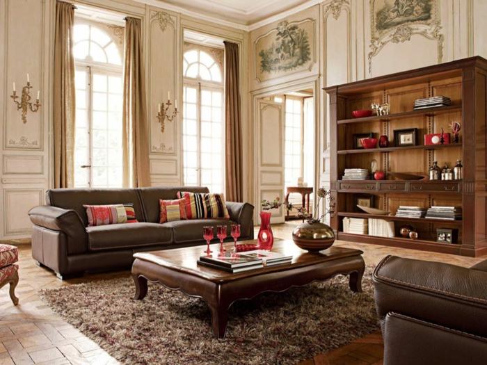 deco salon moderne, table de café vintage, chaise baroque, canapés en cuir, tapis taupe moelleux