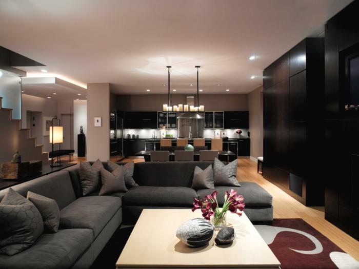 déco salon salle à manger, grandes armoires noires, tapis en marron et beige, table rectangulaire, cuisine et salle de séjour