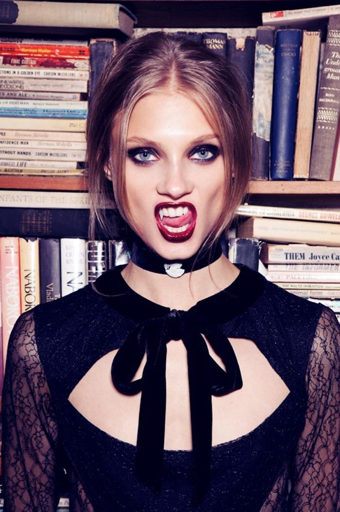 idée de déguisement halloween femme fait maison, dents vampire, robe noire, idée comment faire un look vampire