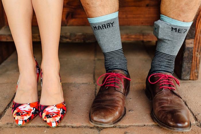 des chaussettes d homme avec message pour mariage, question veux tu me marier avec la boite à bague dedans