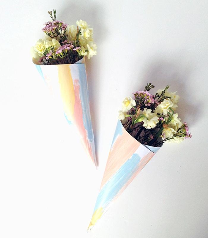 deco de cornets en papier, colorés avec des fleurs dedans, diy mariage idee simple a realiser soi meme