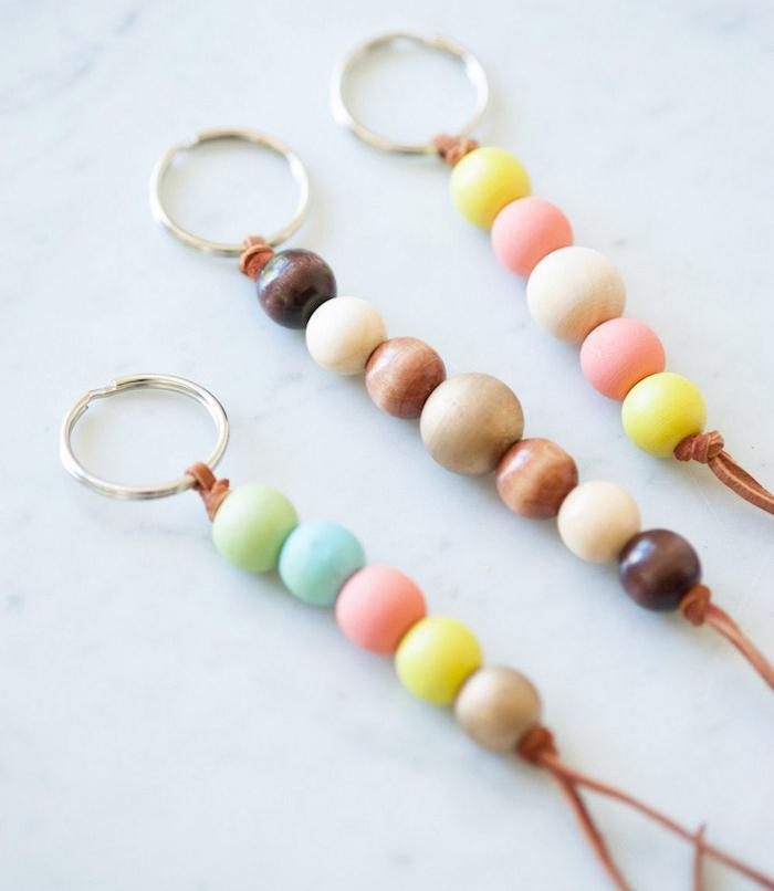 faire un porte clé idée porte clef diy avec perles bois