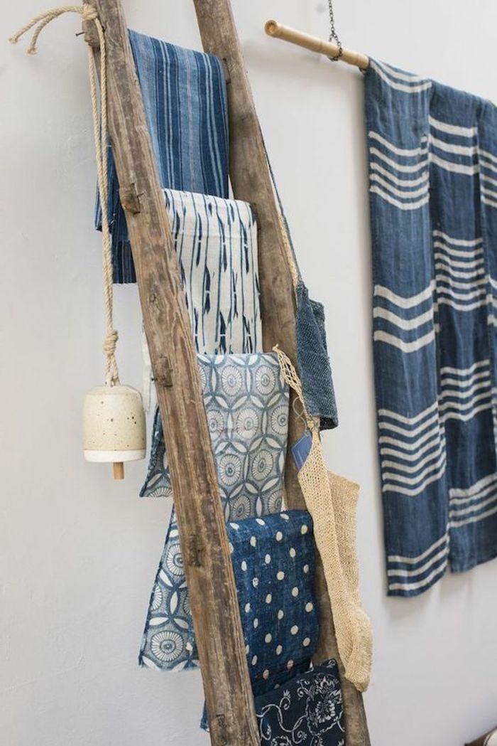 exemple echelle porte serviette en bois, rangement serviette, textiles, decoration esprit bord de mer