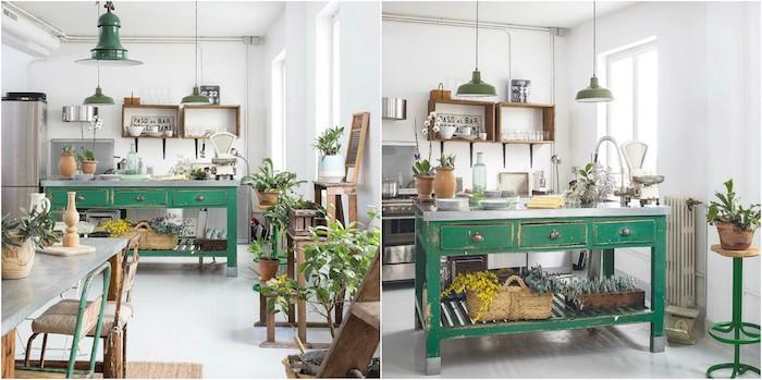 idée comment amenager une cuisine vintage chic, ilot central repeint en couleur verte, mobilier en bois, deco cagettes de bois, suspension industrielle, plantes vertes, meuble peint en vert et patiné