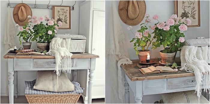console table d appoint repeinte en bleu, exemple de meuble patiné, aspect usé, pots de fleurs décoratifs, coffre patiné, panier en rotin, accents deco campagne chic