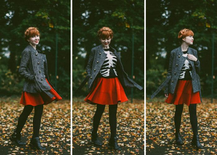 deguisement adulte femme, pull noir avec squelette corps blanc dessinés dessus, pantalon fuseau noir, jupe rouge et bottines