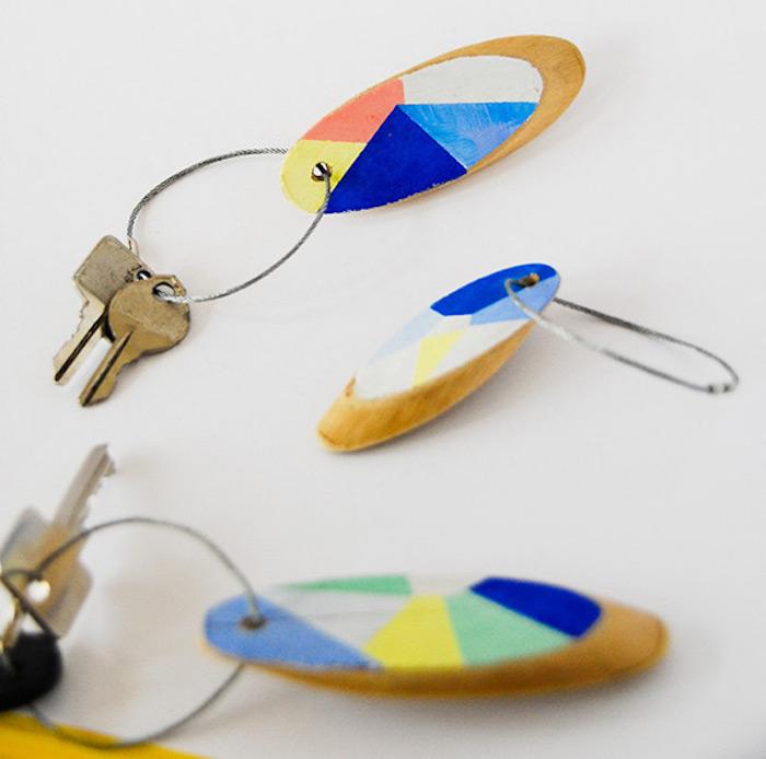 porte clé maison en bois coloré ait maison diy